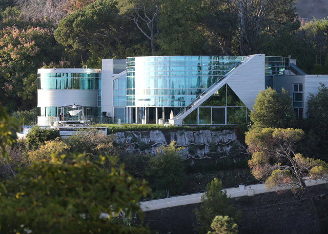 Justin Bieber Moves Into A New Glass Mansion