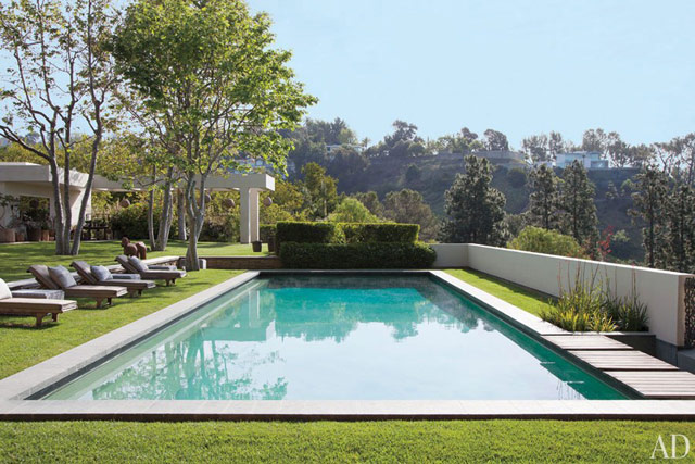 The swiming pool at the home of Ellen DeGeneres and Portia de Rossi