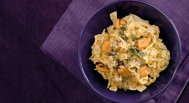 Creamy Saffron Mussel And Spinach Pasta Recipe — Dishmaps