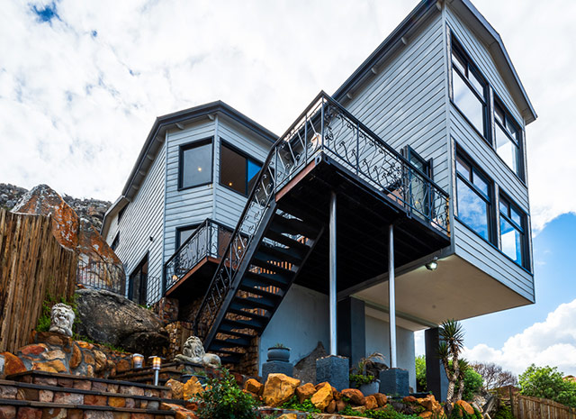 Top Billing features an incredible container home in Cape Town 4
